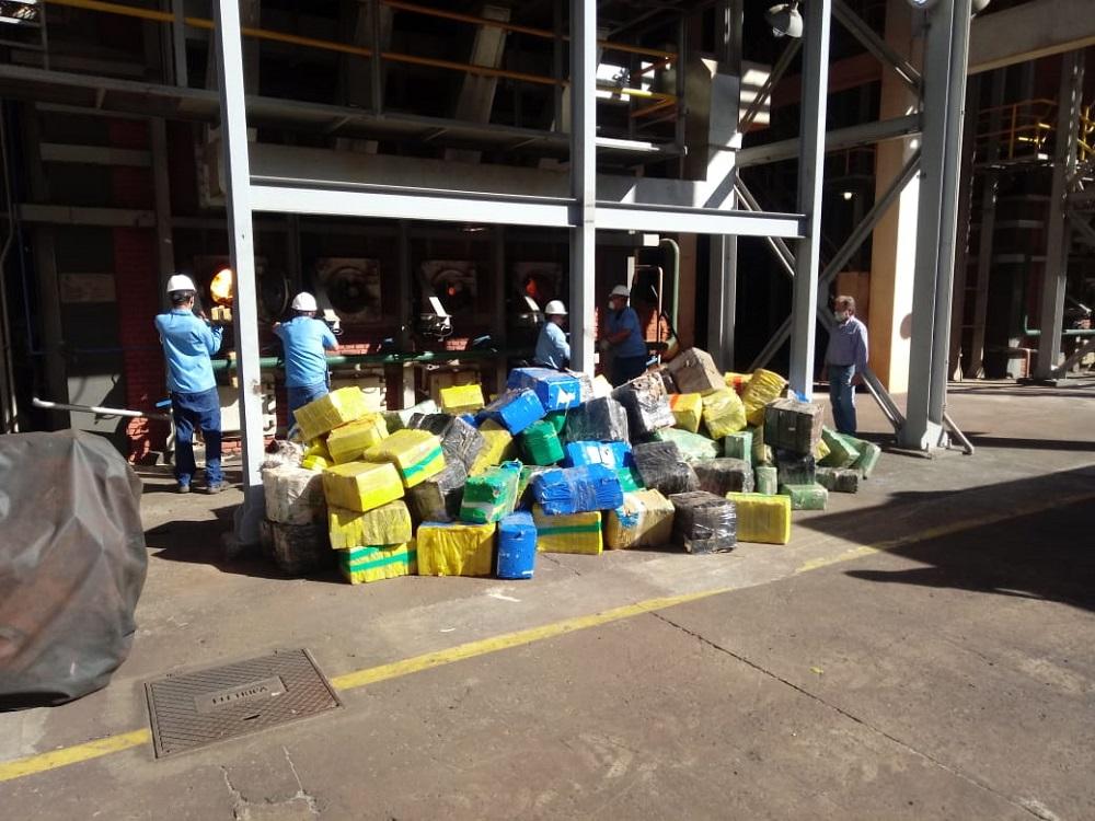 Polícia Civil de Botucatu incinera 11 toneladas de maconha apreendidas em conjunto com a PM