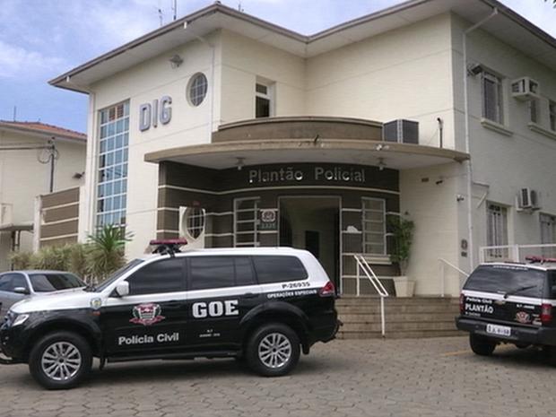 Polícia Civil de Avaré prende 4 em operação contra quadrilha suspeita de furtar veículos.