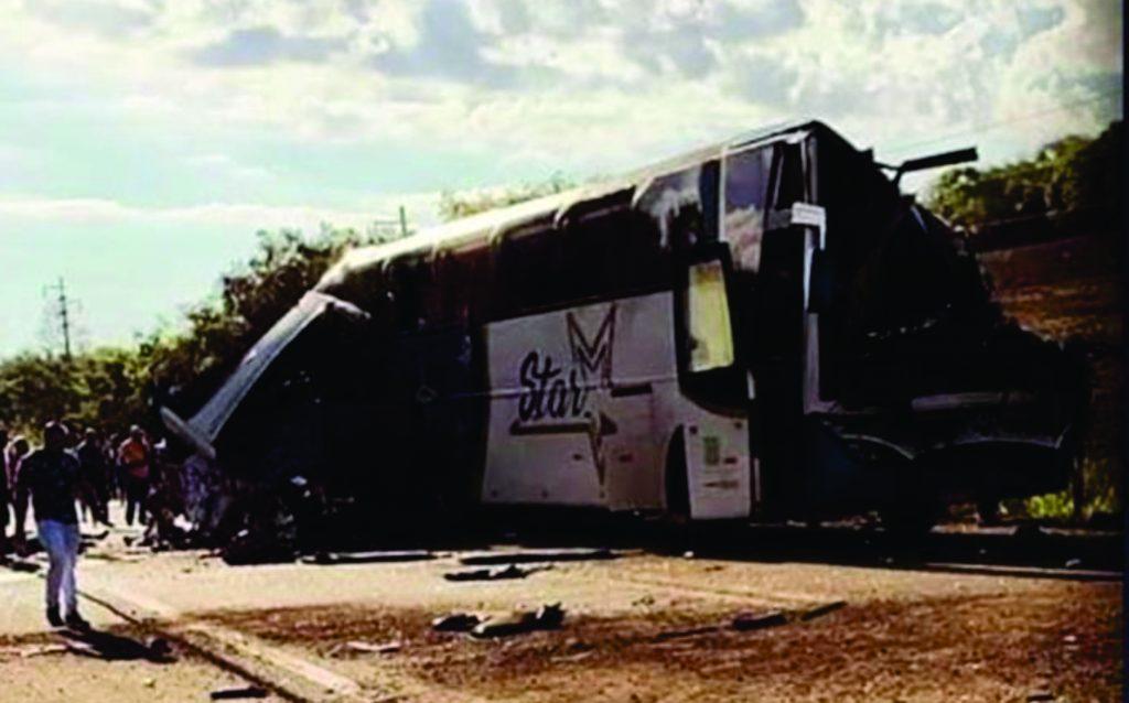 Acidente entre ônibus e caminhão deixa cerca 41 mortos e feridos graves em Taguaí – SP