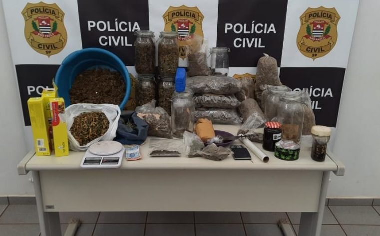 Polícia Civil encontra mais de 10 quilos de drogas em residência e prende moradores por tráfico