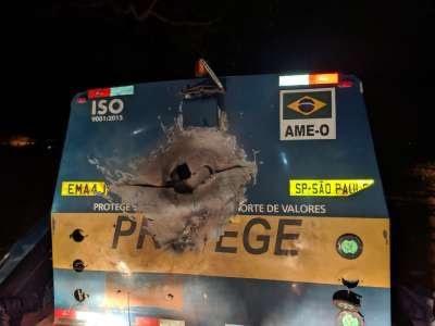 Criminosos atacam carro forte em rodovia próxima à São Carlos – SP
