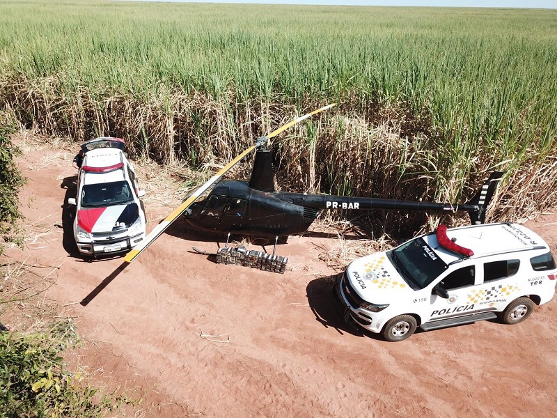 Após denúncia polícia localiza Aeronave abandonada em canavial de Paraguaçu com 153 tijolos de crack e cocaína