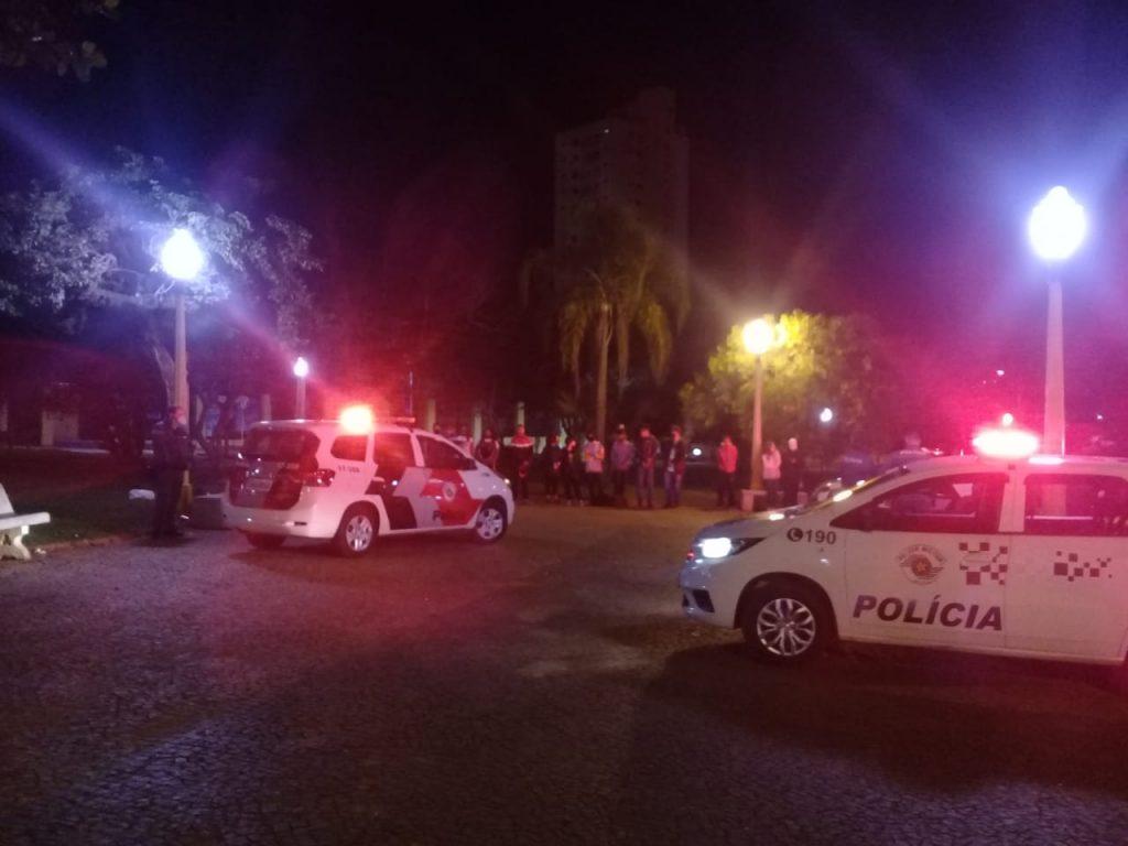 Em mais uma operação contra aglomerações em Avaré, Vigilância Sanitária e Policia Militar aplicam multas e jovens são detidos por crime de aglomeração e tráfico.